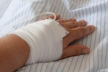 Ada Orang Yang Tangannya Bengkak Setelah Diinfus Ini Penyebab Dan Cara Mengatasinya Semua Halaman Bobo