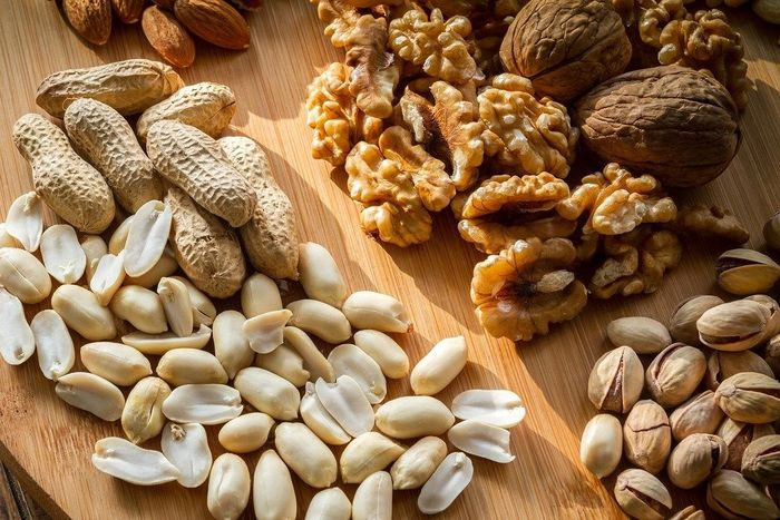 Nuts are foods that contain iron.