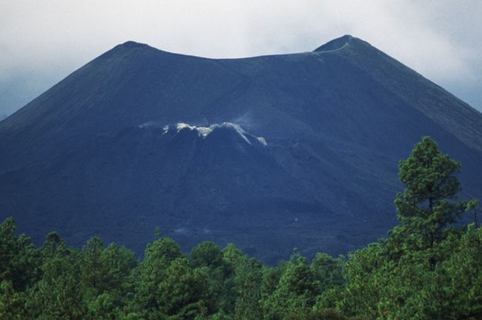 Unik Ini Gunung Api Termuda Di Dunia Yang Baru Berusia 76 Tahun Semua Halaman Bobo