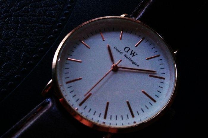 Kenapa Jam di Kios Menunjuk Angka 10:10?Kenapa Jam di Kios Menunjuk Angka 10:10?
