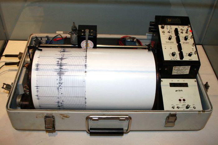 Alat pengukur gempa bumi, Seismometer