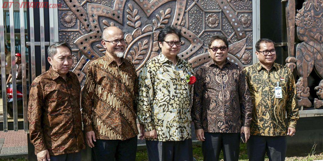 Menteri Perindustrian Airlangga Hartarto, Ekspor Sejuta Unit Toyota Indonesia - Photo: RR Inne Aveli