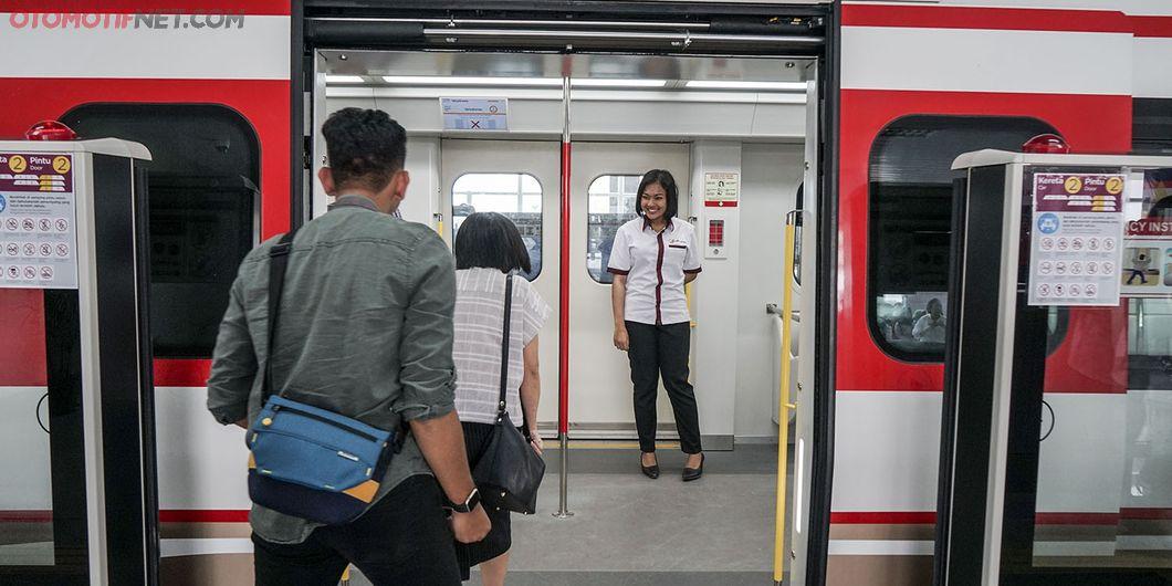 Uji Coba LRT fase pertama Stasiun Velodrome Rawamangun – Kelapa Gading. Photo : Agus Salim