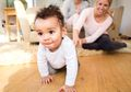 3 Kesalahan yang Wajib Dihindari Saat Bayi Belajar Duduk dan Berjalan