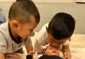 Agar Cucunya Tak Cemburu dengan Sang Adik, Cara yang Dilakukan Ani Yudhoyono Ini Patut Ditiru!