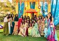 Intip 5 Gaya Foto Bridesmaid Ala Artis Bollywood, Nomor 3 Paling Heboh