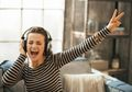 Sedang Stres? Dengarkan Musik Saja Moms Untuk Menghilangkannya