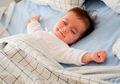 Kenapa Bayi Tidak Perlu Bantal Saat Sedang Tidur?