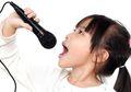 Jika Si Kecil Mempunyai Tanda Berikut, Berarti Ia Berbakat Menyanyi