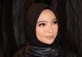 Disebut 'Hijab Rocker', Ini Penampilan Tantri Saat Beraksi di Panggung