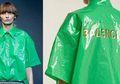 Seperti Mantel Plastik Rp5 Ribu, Baju Plastik Ini Terjual Habis dengan Harga Jutaan! Apa Istimewanya?