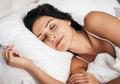 9 Langkah  Bakar Kalori Saat Tidur, Salah Satunya Tidur Telanjang!