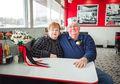Cara Pasangan Ini Merayakan 55 Tahun Ulang Tahun Pernikahan, Mesra!