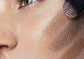 Duh, Hasil Makeup Seperti Topeng? Ini Tips Memilih Foundation