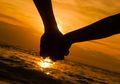 Mintalah Seseorang untuk Memegang Tangan Anda dalam Kehidupan Ini