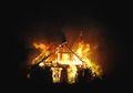Demi Selamatkan Anaknya yang Terjebak Dalam Kebakaran, Pria Ini Nekat Melompat Hingga Patah Tulang