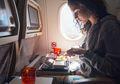 Duh, Makanan Favorit ini Ternyata Tak Boleh Dikonsumsi dalam Pesawat
