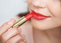 5 Tips Mengoles Lipstik untuk Bibir Kering agar Tampil Sempurna