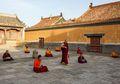 Biksu Millenial di Mongolia Berusaha Beradaptasi dengan Dunia Modern