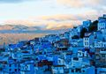 Unik, Seluruh Bangunan di Kota Ini Hanya Dihias Dengan Warna Biru