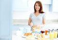 Konsumsi Makanan Sehat Tak Harus Mahal, Begini Cara Mengaturnya Moms