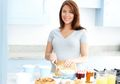 Penting! 4 Tips Makan Makanan Berlemak dan Tetap Sehat Ala Pakar