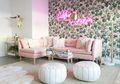 5 Ide Inspirasi Padupadan Sofa Warna Pink pada Ruangan