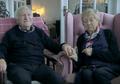 Sweet! Demi Merias sang Istri yang Mengalami Kebutaan, Kakek 84 Tahun Belajar Makeup