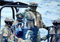 Pasukan Kopaska Seorang Diri dan Tanpa Senjata Menyusup ke Kapal Perang Malaysia Lalu Mengusirnya