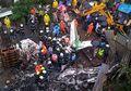 Sedang Makan Siang, 50 Lebih Pekerja Bangunan Ini Selamat dari Insiden Pesawat Jatuh, Untung Saja!