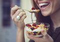 Kebiasaan Makan Banyak Karena Stres Picu Bahaya, Kenali Gejalanya dan Begini Cara Mengatasinya Moms