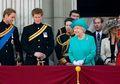 15 Foto Ratu Elizabeth Saat Tertawa dari Tahun ke Tahun. Karismatik!