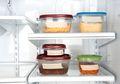 Plastik Atau Kaca: Cari Tahu Wadah yang Paling Baik untuk Menyimpan Makanan di Kulkas