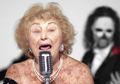 Keren Banget, Nenek 96 Tahun Ini Jadi Vokalis Band Death Metal