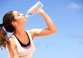Berapa Banyak Air yang Harus Kita Minum Saat Bekerja? Apa Manfaatnya?