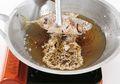 Supaya Minyak Goreng Tidak Cepat Menghitam Saat Masak, Gunakan Tips Jitu Ini!