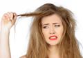 Konsumsi 6 Makanan Super untuk Melembapkan Rambut Kering Kita