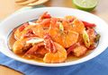 Gak Perlu Lama-Lama Untuk Dibayangkan, Langsung Saja Sajikan Udang Masak Saus Tomat Ini
