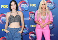 5 Fashion dengan Bra Ala Seleb Hollywood di Teen Choice Awards 2018