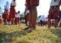 Setapak 'Hilangkan' Luka di Kaki Siswa dan Tingkatkan Pendidikan