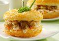 Daging Ayam dengan Balutan Mayones sebagai Isian Roti Goreng Ayam Mayones Cocok Banget Jadi Bekal Si Kecil
