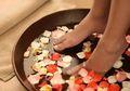 Rendam Kaki dengan Bahan Alami Bisa Hilangkan Lelah, Jamur, dan Bau