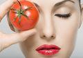 Racikan Tomat Ini Ampuh Lenyapkan Lingkar Hitam Mata, Mau Coba?