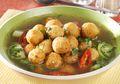 Siap-Siap Dibanjiri Pujian Kalau Membuat Sup Ikan Tenggiri dengan Bola-Bola Gemas nan Kenyal Ini