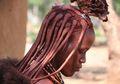 Tidak Pernah Mandi, Begini Cara Suku Himba Menjaga Tubuh Tetap Bersih