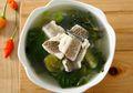 Nikmatnya Semangkuk Sup Ikan Gurame Tomat Hijau Ini Langsung Bikin Kita Semangat