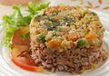 Bingung Memikirkan Menu Sarapan Sehat Besok? Contek Resep Nasi Tim Merah Udang Sayur Ini Saja