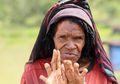Proses Menyakitkan Tradisi Potong Jari Suku Dani sebagai Ungkapan Kesedihan atas Keluarga yang Meninggal
