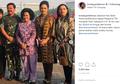 Penampilan Para Seleb Gunakan Baju Batik di Hari Batik Nasional, Mana Favorit Moms?