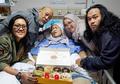 Rayakan Ulang Tahun Ibunya Hanya dengan Donat, Caption Ketiga Anak Indro Warkop Bikin Warganet Terenyuh